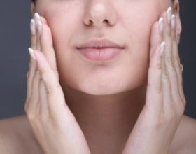 massage-visage miel yaourt astucedegrandmere.jpg